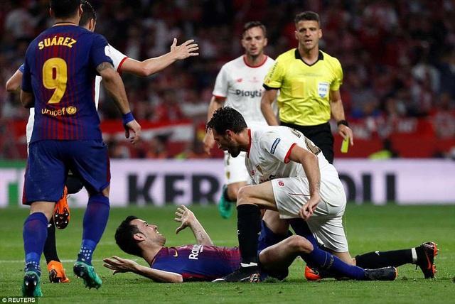 Sevilla chơi khá rắn, nhưng không thể ngăn cản sức mạnh của Barcelona