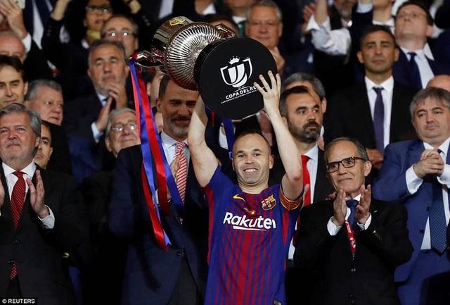 Thủ quân Iniesta nâng cao chức vô địch Cúp Nhà vua lần thứ 30 của Barcelona