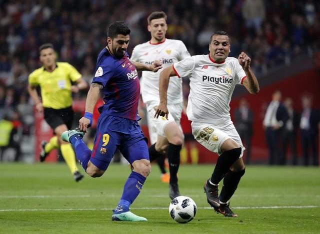 Luis Suarez tỏa sáng với cú đúp vào lưới Sevilla