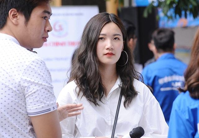 Một cô gái xinh đẹp khác cũng rất gây chú ý