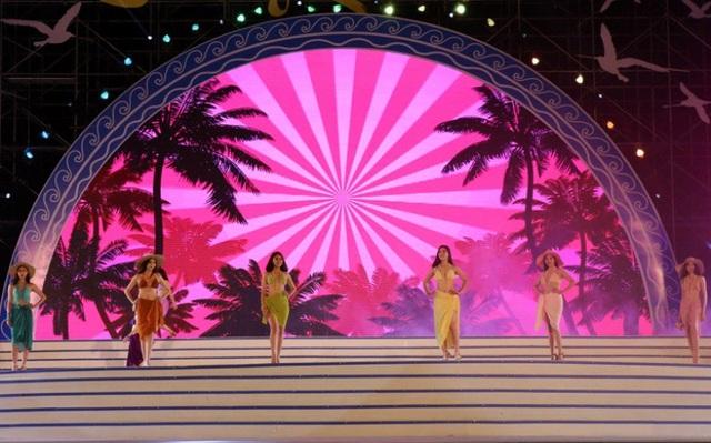 Màn biểu diễn của 30 người mẫu, hoa hậu, hoa khôi du lịch trong cả nước, mang lại cho du khách nhiều cung bậc cảm xúc ấn tượng.