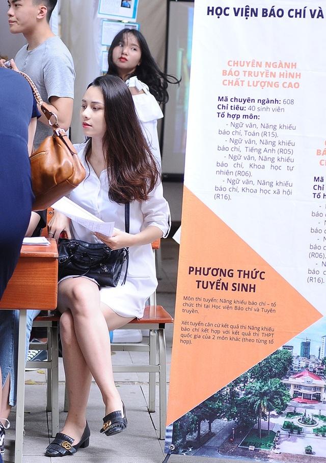 Để chuẩn bị cho tương lai của mình, Trang tham gia rất nhiều các hoạt động cũng như sự kiện của trường, tham gia hoạt động trong câu lạc bộ truyền hình sinh viên và báo chí truyền thông của khoa Báo chí và Phát thanh truyền hình. Bên cạnh đó, Trang cũng là cộng tác viên của một số kênh truyền hình tại Hà Nội.