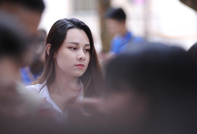 Nhờ sở hữu ngoại hình nổi bật, Thu Trang có được công việc làm thêm là người mẫu lookbook cho các cửa hàng thời trang tại Hà Nội.