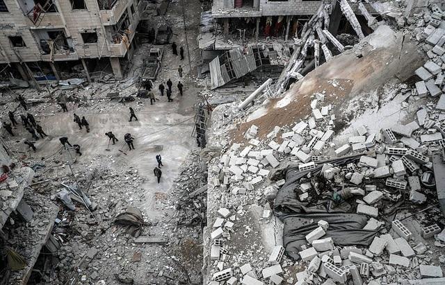 Quân đội Syria đã thu giữ số lượng lớn vũ khí của phiến quân bỏ lại ở ngoại ô Damascus. (Ảnh: TASS)