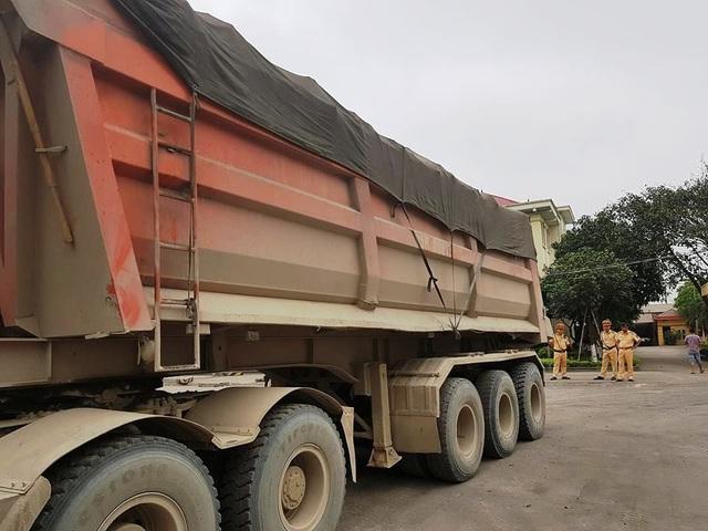 """Ninh Bình: CSGT mạnh tay dẹp """"binh đoàn"""" xe quá tải sau phản ánh của Báo Dân trí! - 5"""