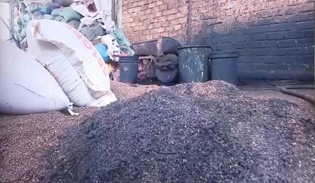21 tấn cà phê trộn pin đã bị thu giữ nhưng chưa thể xử lý hình sự.