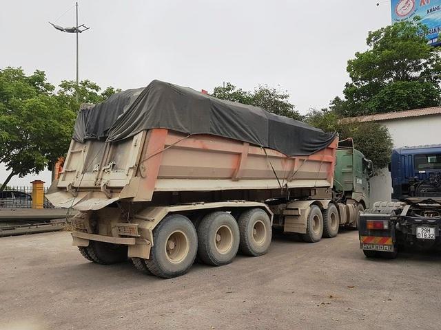 Ngay sau khi báo Dân trí đăng tải thông tin, Trạm CSGT QL1A Ninh Bình đã tăng cường xử lý vi phạm tải trọng trên 2 tuyến quốc lộ. Hàng loạt xe đã bị kiểm tra xử lý.