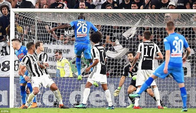 Cú đánh đầu của Koulibaly giúp Napoli chiến thắng trước Juventus
