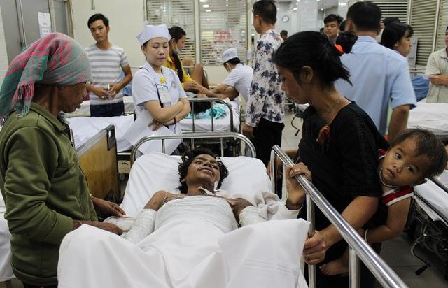 Vợ địu con thơ đi chăm chồng nguy kịch vì bỏng nặng - 6