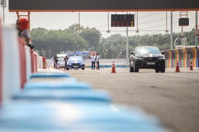 Tham gia sự kiện Jaguar Driving Experience để chứng kiến nội lực báo Jaguar trên trường đua