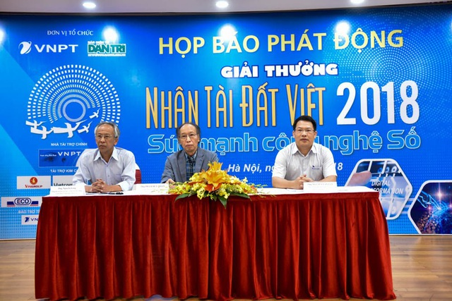 Đại diện BTC Nhân tài Đất Việt 2018 trả lời các câu hỏi của phóng viên về các điểm mới của Giải thưởng.