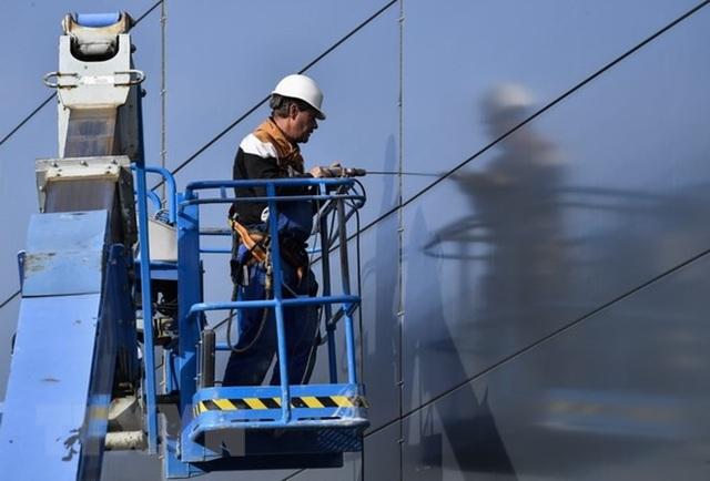 Công nhân làm việc tại Berlin, Đức. (Nguồn: AFP/TTXVN)