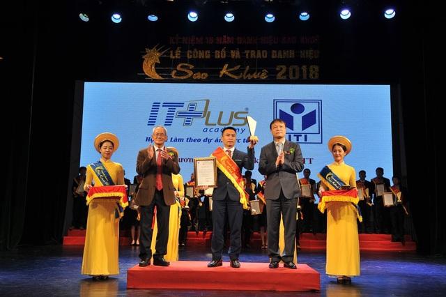 Ông Hoàng Văn Thắng - Giám Đốc ITPlus Academy nhận Danh hiệu Sao Khuê 2018.