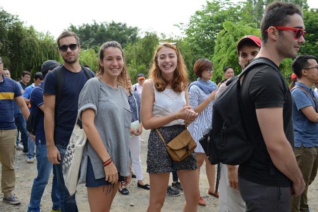 Học viên quốc tế trong một hoạt động ngoại khóa tại CFVG