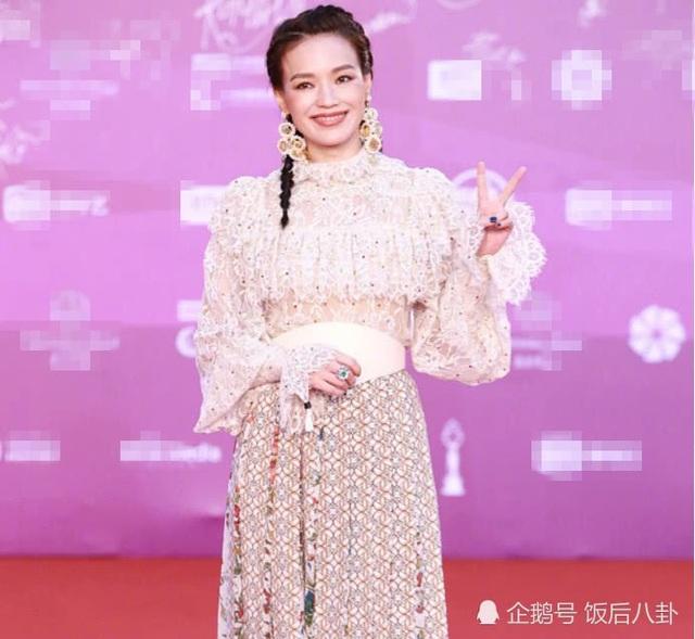 Mỹ nhân Hoa ngữ khoe sắc trong lễ bế mạc LHP Bắc Kinh 2018 - 9