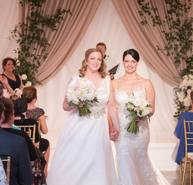 Hoa hậu Mỹ tổ chức hôn lễ với bạn đời đồng giới - 2