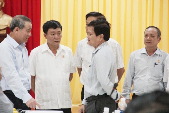 Bí thư Thành ủy Đà Nẵng Trương Quang Nghĩa trao đổi với các đại biểu tham dự buổi gặp mặt