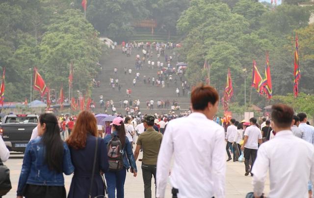 Hàng triệu lượt người đổ về Đền Hùng trước ngày chính giỗ - 7