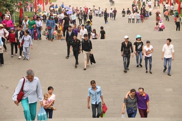 Hàng triệu lượt người đổ về Đền Hùng trước ngày chính giỗ - 1