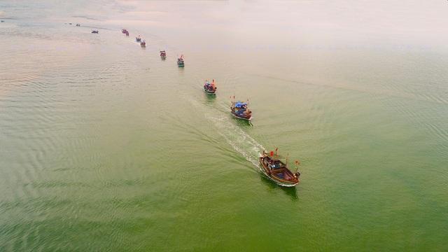 Các địa phương ven biển cần động viên ngư dân bám biển sản xuất bình thường trước lệnh cấm đánh bắt cá của Trung Quốc. (Ảnh minh họa: Nguyễn Thanh Hải)