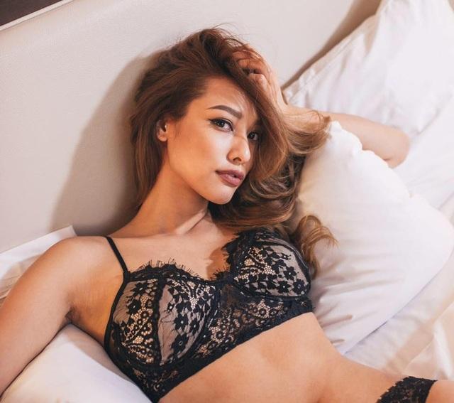 Sinh ra ở Cần Thơ, lớn lên tại Canada nhưng muốn tìm cơ hội phát triển ở thị trường châu Á, Lilly Nguyễn bắt đầu bằng nghề người mẫu ảnh ở Thái Lan năm 17 tuổi.