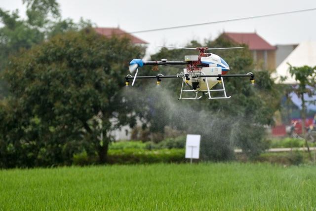 Được biết, để điều khiển được hai chiếc drone này, người sở hữu phải học bay trong ít nhất 1 tuần. Máy bay cũng cần phải xin giấy phép hoạt động như những chiếc máy bay không người lái khác.