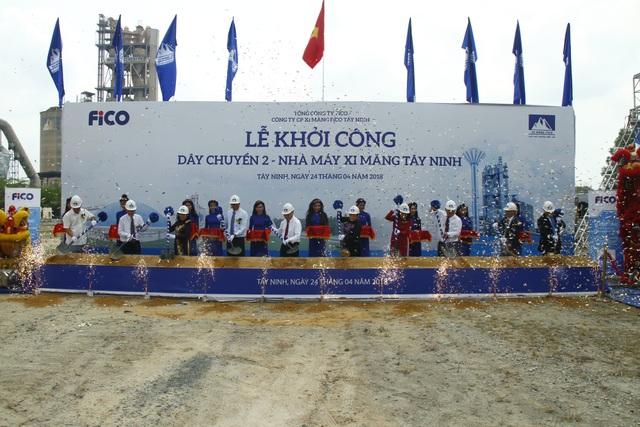 Thứ trưởng Bộ Xây dựng Bùi Phạm Khánh, Phó Chủ tịch UBND tỉnh Tây Ninh Dương Văn Thắng, cùng các vị nguyên lãnh đạo và lãnh đạo các Bộ, Ban, Ngành và địa phương có liên quan đã tới dự lễ khởi công vào sáng nay (24/4).