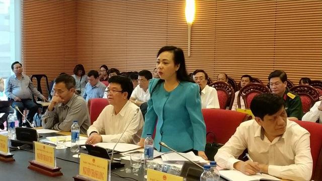 Bộ trưởng Y tế Nguyễn Thị Kim Tiến tại phiên thẩm tra của UB Các vấn đề xã hội