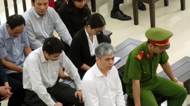 Bị cáo Nguyễn Xuân Sơn (áo trắng, hàng đầu).