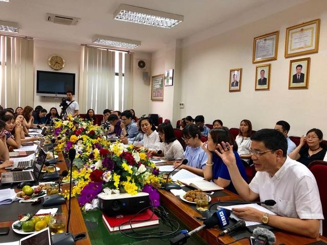Ông Phong cho rằng phải công khai các hành vi vi phạm an toàn thực phẩm của các cơ sở sản xuất để tăng tính răn đe, để người dân có thể biết và tẩy chay các sản phẩm kém an toàn. Ảnh: Tú Anh
