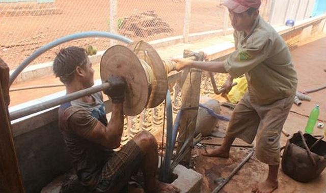 Thợ đào giếng phải chấp nhận sinh tử với nghề