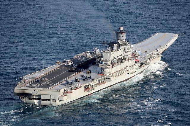 Trên khoang tàu sân bay Đô đốc Kuznetsov (Ảnh: RIA Novosti)