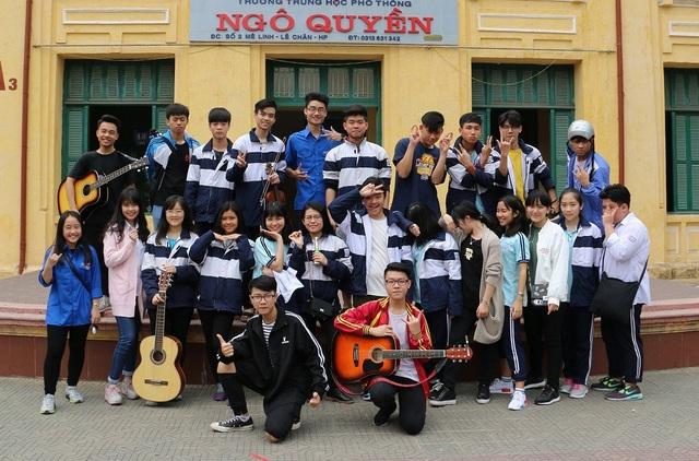CLB âm nhạc ở trường THPT Ngô Quyền do Thái Thành Nhân sáng lập và làm chủ tịch.