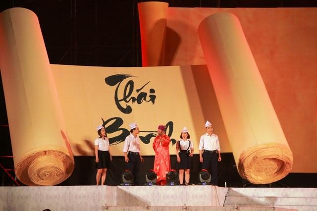 Chương trình nghệ thuật Rực sáng thiên anh hùng ca Đại Cồ Việt do nghệ sĩ Lê Quý Dương làm Tổng đạo diễn, viết kịch bản và dàn dựng, có sự tham gia trình diễn của hơn 500 nghệ sĩ, diễn viên đến từ nhiều đơn vị nghệ thuật chuyên nghiệp của trung ương và địa phương.