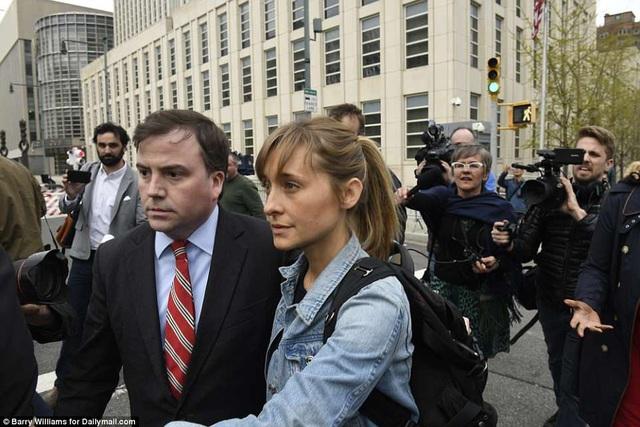 """Nộp 5 triệu USD tiền bảo lãnh, nữ diễn viên """"Smallville"""" - Allison Mack (ảnh) - được tại ngoại"""