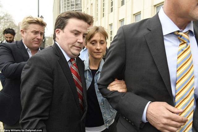 """Nộp 5 triệu USD tiền bảo lãnh, nữ diễn viên """"Smallville"""" được tại ngoại - 9"""