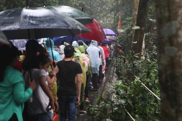 Hàng vạn người đội mưa về Đền Hùng dự quốc giỗ - 9