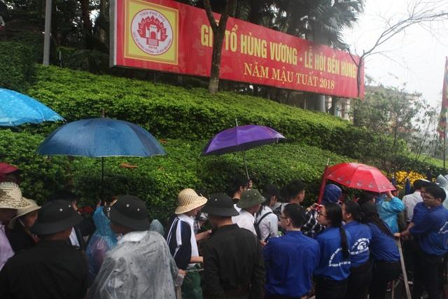 Hàng vạn người đội mưa về Đền Hùng dự quốc giỗ - 10