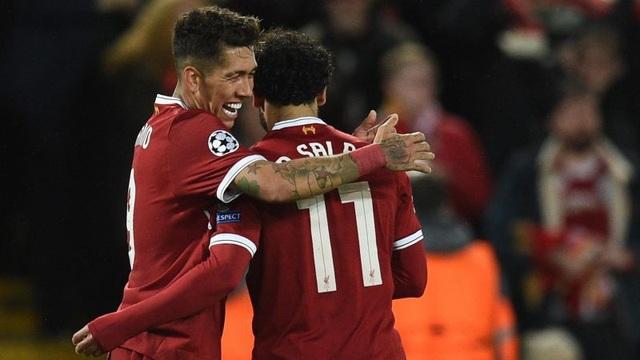 Mohamed Salah (phải) đã nhấm chìm CLB cũ AS Roma