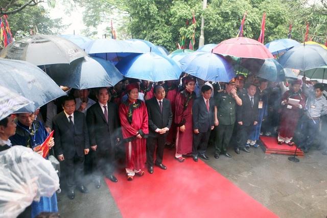 Thủ tướng Nguyễn Xuân Phúc dâng hương tưởng nhớ các Vua Hùng - 8