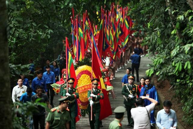 Thủ tướng Nguyễn Xuân Phúc dâng hương tưởng nhớ các Vua Hùng - 6
