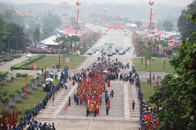 Thủ tướng Nguyễn Xuân Phúc dâng hương tưởng nhớ các Vua Hùng - 4