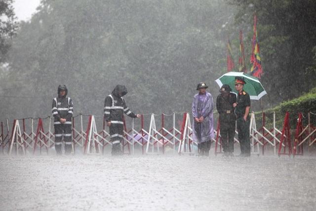Hàng vạn người đội mưa về Đền Hùng dự quốc giỗ - 1