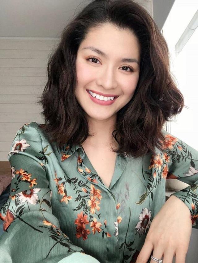 """Sau này, cô còn tiếp tục ghi dấu ấn với vai nhà văn Đông Bích trong bộ phim """"Vòng nguyệt quế"""" và vai Lim trong phim """"Phía cuối cầu vồng""""."""