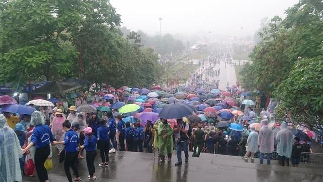 Hàng vạn người đội mưa về Đền Hùng dự quốc giỗ - 4