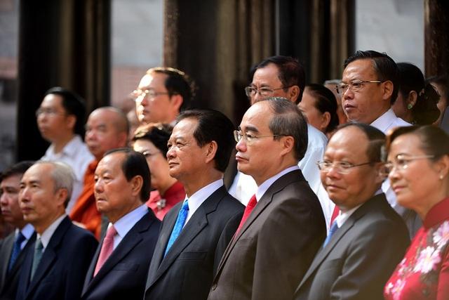 Sáng 25/4, nhiều lãnh đạo Đảng và Nhà nước cùng lãnh đạo TPHCM đến Khu tưởng niệm các vua Hùng, quận 9 dâng hương, làm lễ giỗ Tổ.