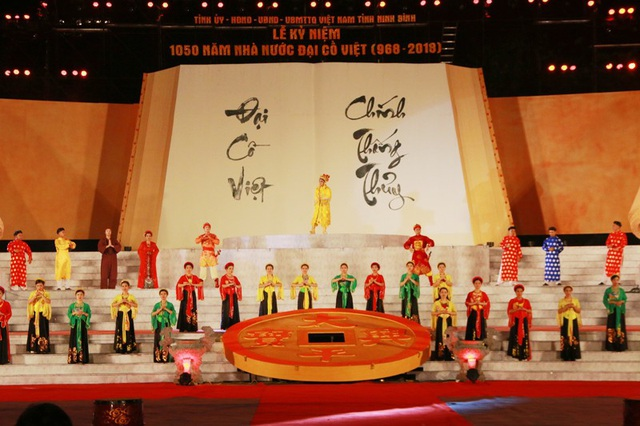 Đại lễ kỷ niệm 1.050 năm Nhà nước Đại Cồ Việt được tổ chức long trọng, hoành tráng.