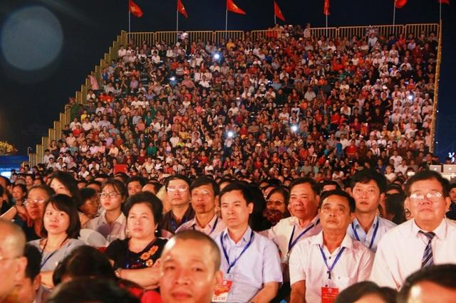 Hàng vạn người dân, du khách thập phương đổ về cố đô Hoa Lư dự đại lễ, tri ân công đức Đinh Tiên Hoàng Đế.