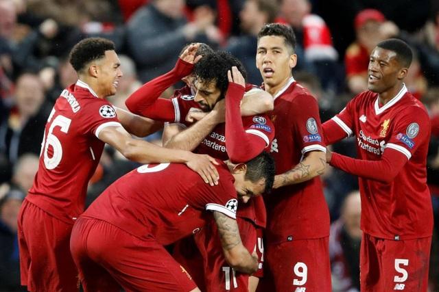 Tiền đạo người Ai Cập không ăn mừng cùng đồng đội do anh từng thi đấu cho AS Roma. Để tỏ lòng tôn trọng đội bóng, đồng đội cũ nên Salah không ăn mừng