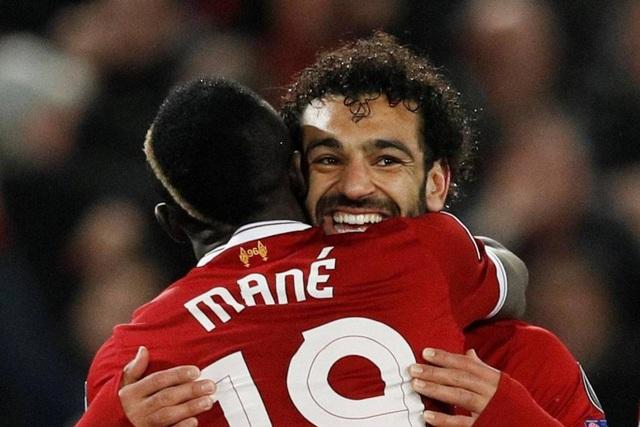 Mane chia sẽ hạnh phúc với Salah, người đã giúp anh có tên trên bảng tỉ số